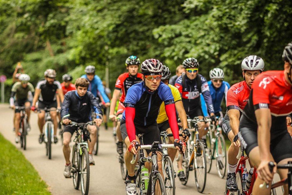 """Lietuvos plento dviračių komandos """"Staki - Baltik vairas"""" ir dviratininkų mėgėjų susitikimas (nuotr. Edgaro Buiko)"""