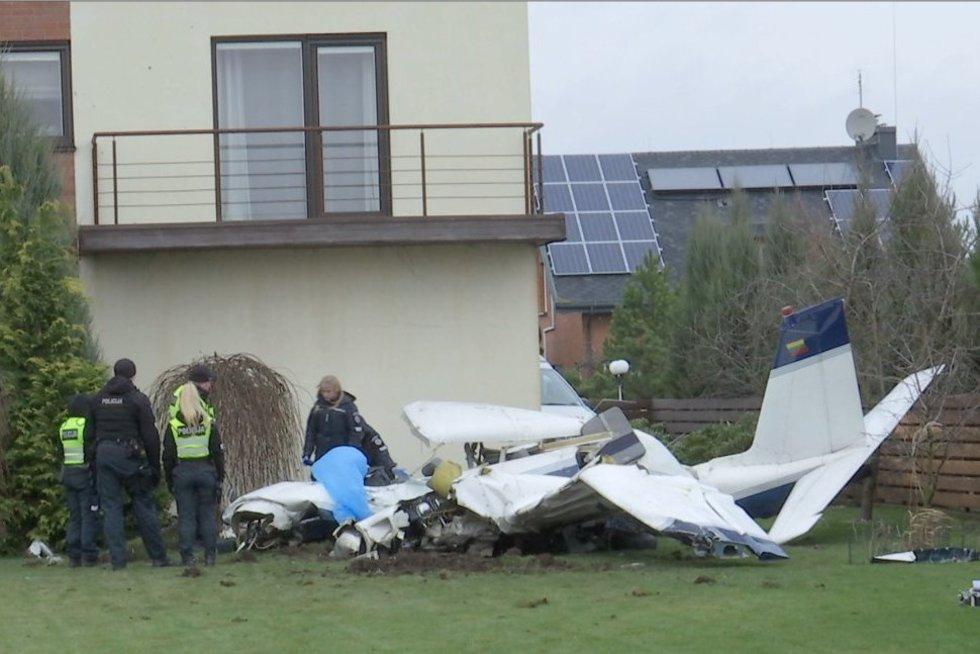 Kauno raj. nukrito lėktuvas (nuotr. stop kadras)