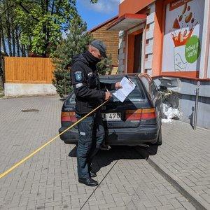 Vilniuje automobilis trenkėsi į ant suoliuko sėdėjusį žmogų