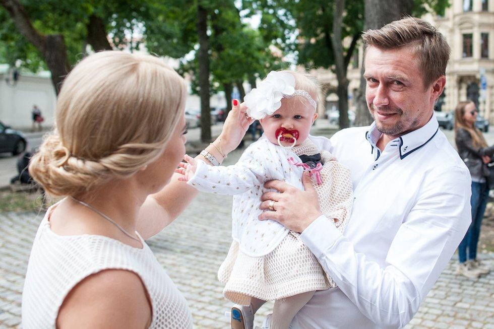 Marius ir Renata Jampolskiai pakrikštijo dukrą Viltę (nuotr. Fotodiena.lt)