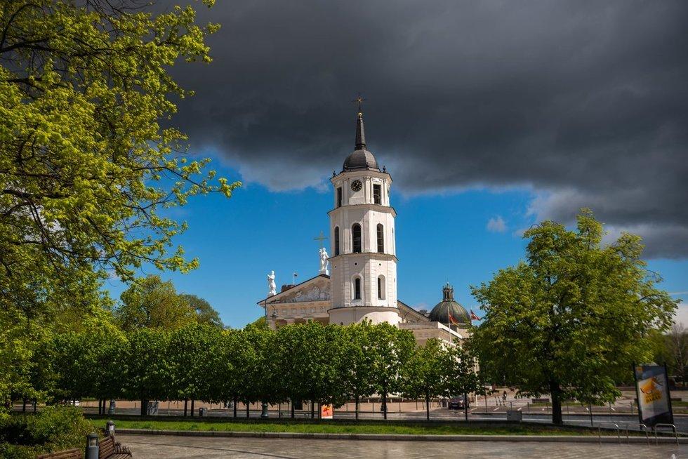 Lietingi orai sostinėje (nuotr. Fotodiena)