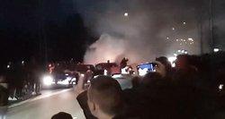 Šiauliuose į nelegalias automobilių lenktynes per karantiną susirinko daugiau nei 1 tūkst. žmonių