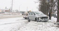 Avarija Šiauliuose: vyras ligoninėje, mašina išvežta į metalo laužą