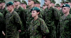 Kariuomenė – tik vyrų reikalas? Moterų vaidmuo, patiriami iššūkiai ir kliūtys karo tarnyboje