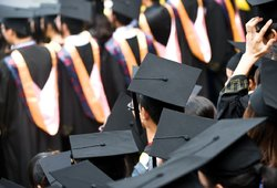 LSMU sprendimas supykdė absolventus: diplomus šiemet įteiks kurjerių tarnyba