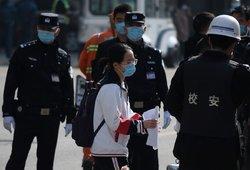 Kinijoje mokyklos apsaugininkas peiliu sužalojo mažiausiai 39 žmones
