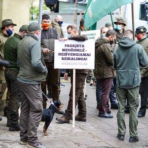 DIENOS PJŪVIS. Koks medžiotojų atsakas visuomenei dėl medžioklės lanku?