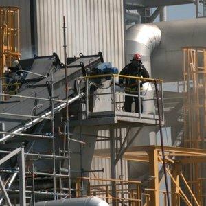 Vaizdai iš įvykio vietos šalia Klaipėdos sprogusios plastiko granulių gamyklos