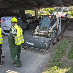 Automobilio ir ekskavatoriaus avarija Vilniuje: senyvo amžiaus moteris išvežta į ligoninę