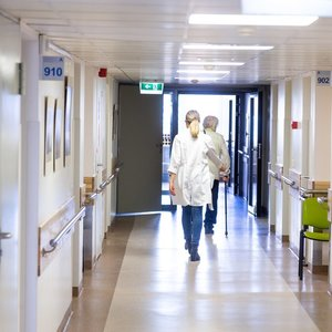 Medikai apie ribojimus dirbti keliose įstaigose – gal geriau reguliuokite, su kuo tuokiamės?