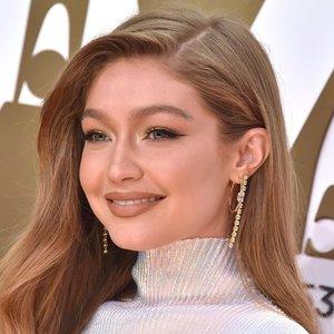 Besilaukianti manekenė Hadid nutraukė kalbas apie plastines operacijas: atsakė į žmonių spėliones