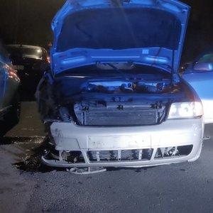 Klaipėdoje galimai apsvaigęs vyras apgadino 12 automobilių: aiškina, kad vengė katino