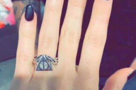 Moteris pasidalino žiedo nuotrauka internete (nuotr. facebook.com)