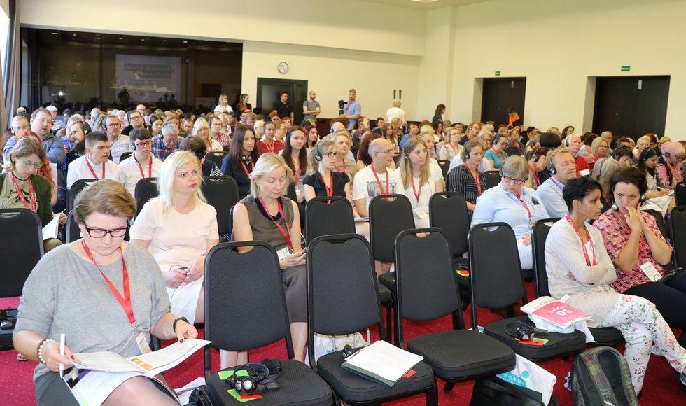 """""""Inclusion Europe"""" konferencijoje Vilniuje dalyvavo intelekto sutrikimų turintys žmonės ir jų teises ginančių organizacijų atstovai iš 30 šalių. Sigitos Inčiūrienės nuotr."""