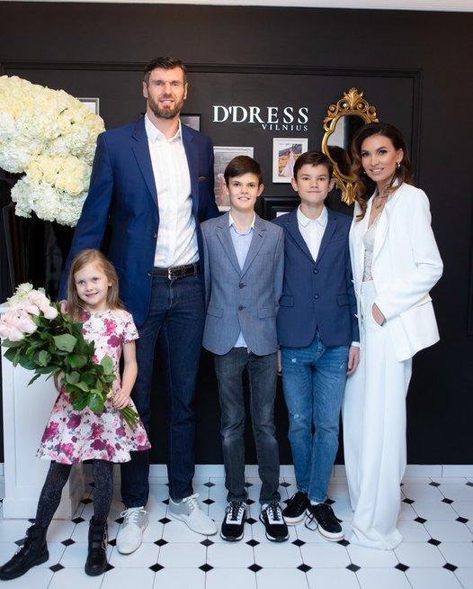 Vestuvinių ir proginių drabužių nuomos salono D'dress atidarymas. Jo bendraturtės - Tatjana Lavrinovič ir Daiva Šimkevičienė.