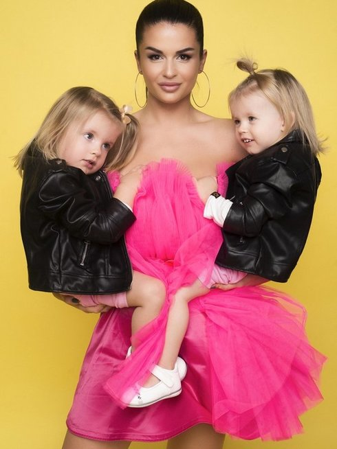 Simona Lipnė su dukromis (Mikita Photography)