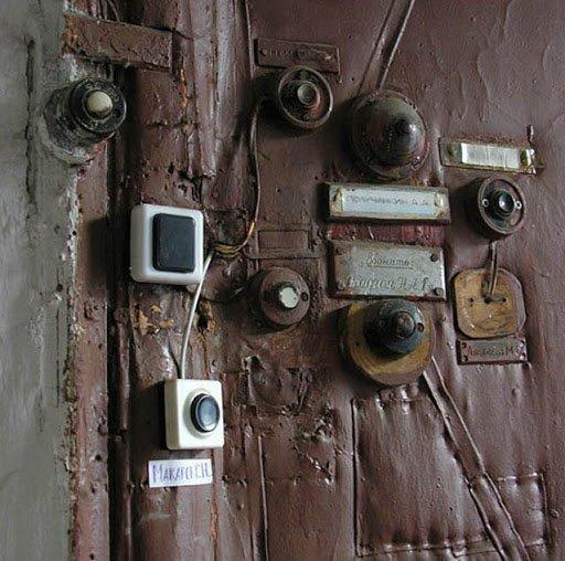 Komunalinio buto durys (wikipedia.org)