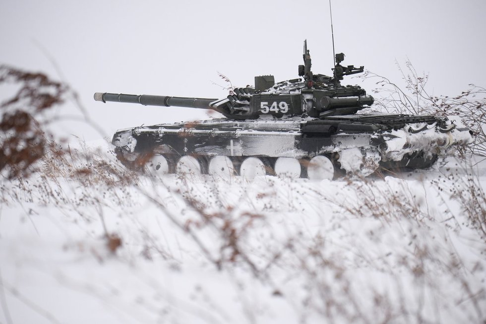 Tankas T-72 pratybų metu