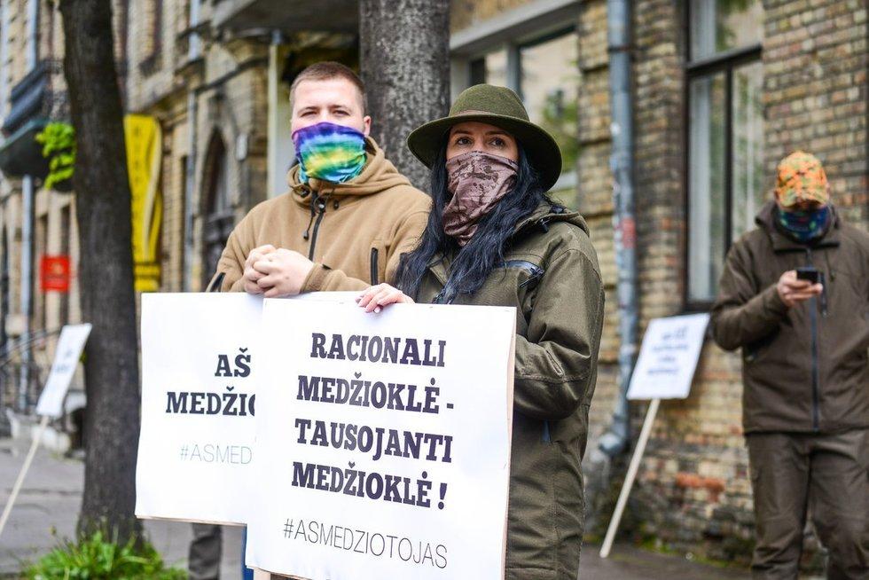 Medžiotojų protestas prie Aplinkos ministerijos (Justino Auškelio nuotr.) (nuotr. Fotodiena.lt)