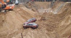 Vilniuje statybvietės griovyje pastebėti du įtartinai įmesti automobiliai, kurie slapta dingo