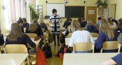 Mokytojai ir vėl daro žygius dėl atlyginimų: įžvelgia esminę ateities baimę