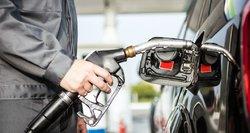 """Naftos kainos kitąmet: įsismarkuos kova dėl pigaus """"juodojo aukso"""""""