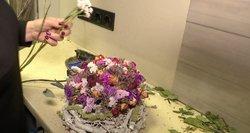Gėlininkai raitojasi rankoves: įvardijo, kaip madingai papuošti kapus
