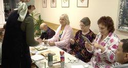 Santariškėse ligoniais rūpinasi ne tik medikai, bet ir savanoriai: sako, kad jie padeda sveikti