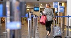 Keliautoja piktinasi oro uoste pritaikytu mokesčiu: kitur tai nekainuoja