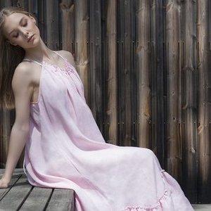 Lietuvių kuriamos lininės suknelės – ir į šventę, ir į paplūdimį