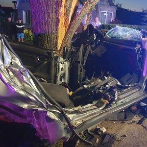 Tragiškos avarijos Kėdainiuose detalės: du jaunuolius vairuotojas pražudė sprukdamas nuo policijos