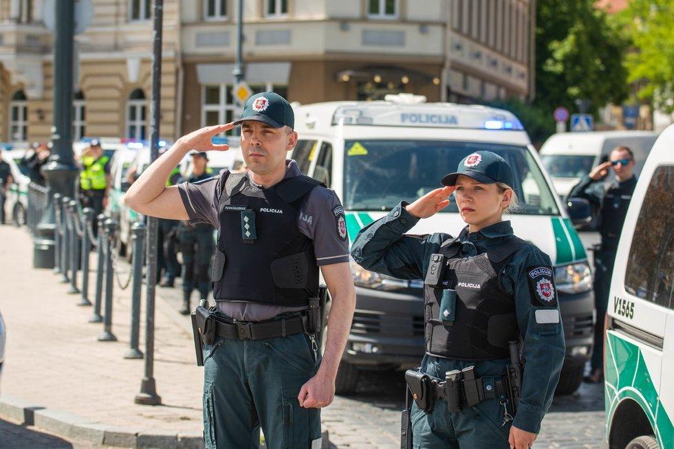 Vilniaus policijos pareigūnai pagerbė nužudytą policininką