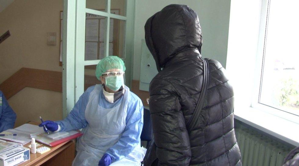 Panevėžyje karantinas nė motais: pacientai veržiasi į poliklinikas