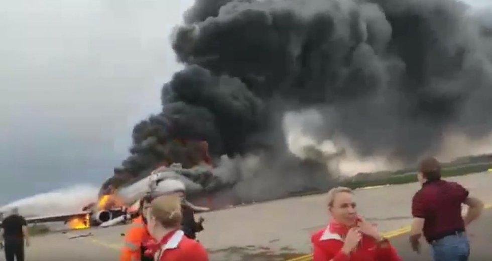 """""""Ten jau nebuvo ką gelbėti"""": lėktuvo keleiviai papasakojo apie mirtiną skrydį (nuotr. YouTube)"""