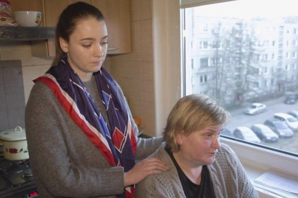 Nesuvokiamas teismo sprendimas: nepilnametę auginantys neįgalūs sutuoktiniai metami iš namų (nuotr. TV3)