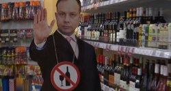 """Šmaikšti idėja: parduotuvės alkoholio skyriuje """"įdarbino"""" Verygos maketą"""