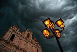 Sinoptikai prognozuoja audringą naktį: ragina pasirūpinti savo turtu iš anksto