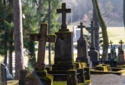 Kėdainių rajono gyventojai pakraupę: miestelyje siaučia kapų plėšikai
