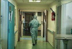 Nauji COVID-19atvejai: vyras virusą pasigavo važiuodamas liftu su užsikrėtusia kaimyne