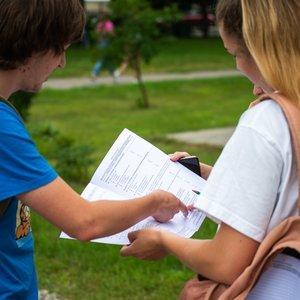 Abiturientus pribloškė sunkios matematikos egzamino užduotys: tikisi, kad bent išlaikys