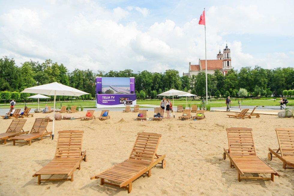 Vilniuje atidaromas pliažas Lukiškių aikštėje