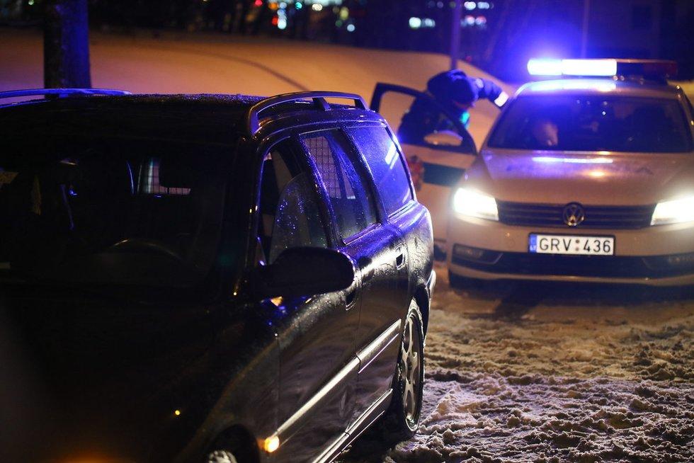 Nuo policijos sprukęs girtas vairuotojas pragėrė draugo automobilį nuotr. Broniaus Jablonsko