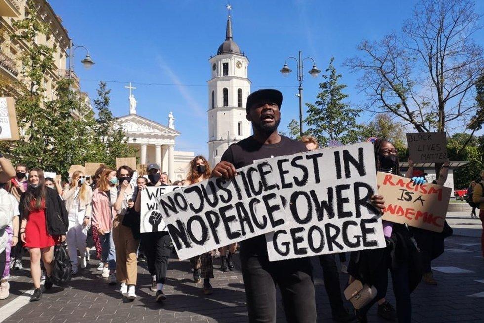 Vilniuje protestus JAV palaikanti eisena (nuotr. Fotodiena/Justino Auškelio)