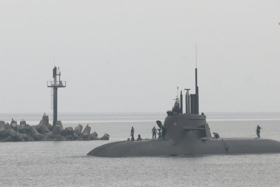 Neeilinis svečias Klaipėdoje: iš Vokietijos atvyko karinis povandeninis laivas (nuotr. stop kadras)