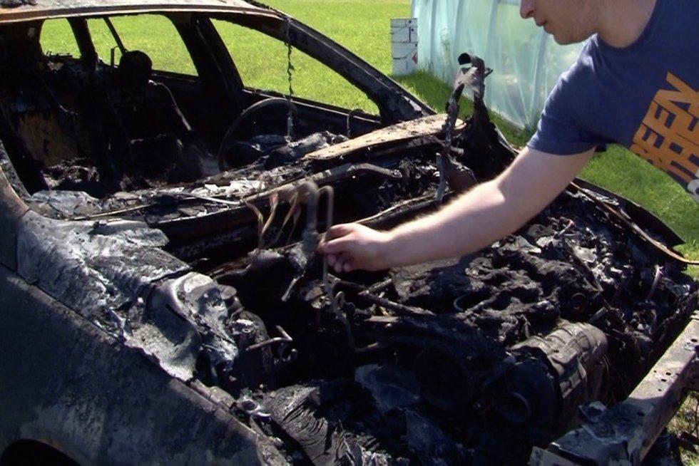 Pasvalio rajone meistro garaže netikėtai sprogo kliento automobilis