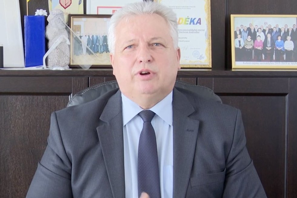 Prokuratūra: Kelmės meras įkliuvo su puse sumos (nuotr. stop kadras)