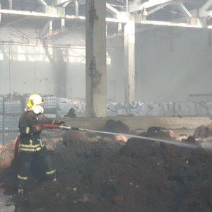 Tyrimas dėl padangų gaisro Alytuje: surinkti pirmieji įtakos žmonių sveikatai duomenys