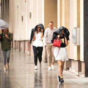 Netrukus vasariška šiluma grįš, tačiau lietus ir toliau griaus planus