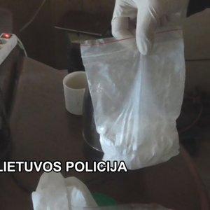 Nuteisė narkotikus pardavinėjusius klaipėdiečius: konfiskavo beveik 100 tūkst. eurų