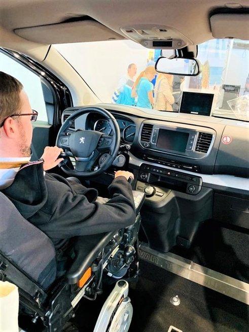 Automobilis, kurį gali vairuoti net ir sunkią negalią turintys žmonės, – tolimos ateities svajonė.